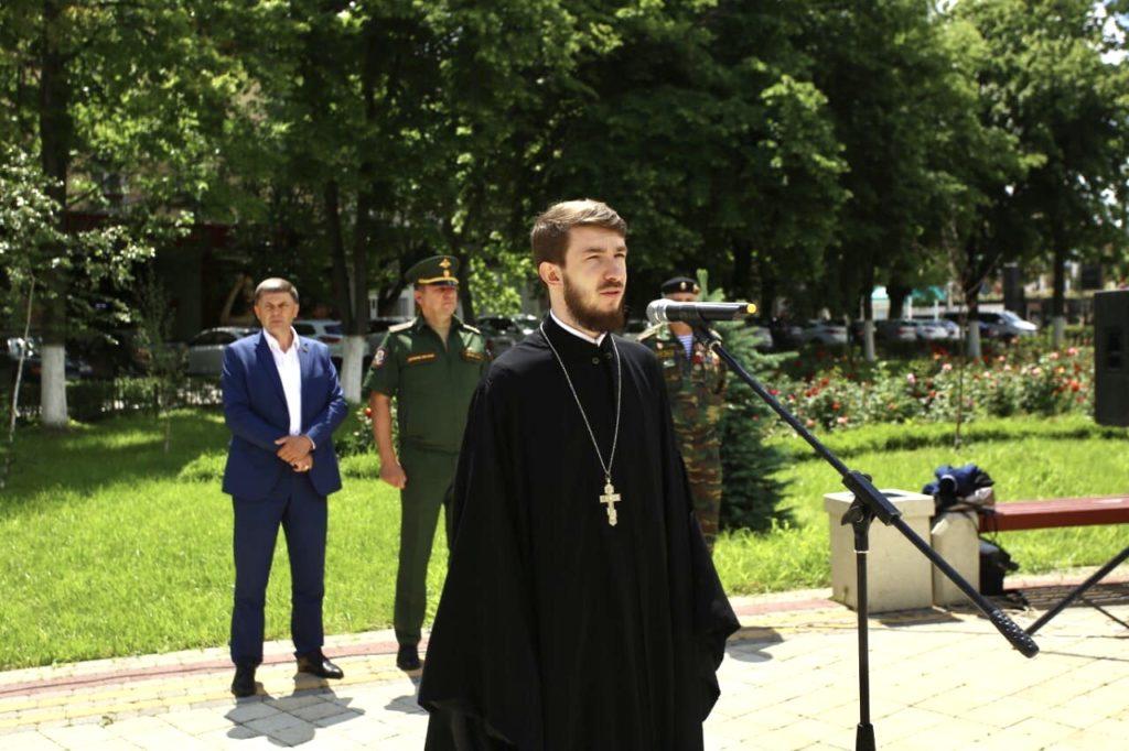 Священник благословил призывников на службу в Российской Армии