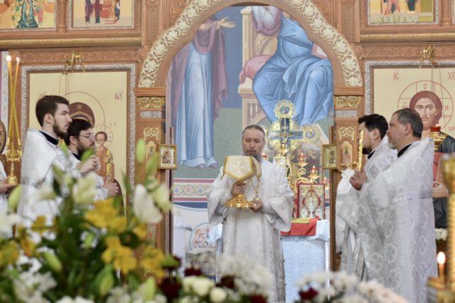 Божественная литургия в Великую субботу в Христорождественском храме города Армавира